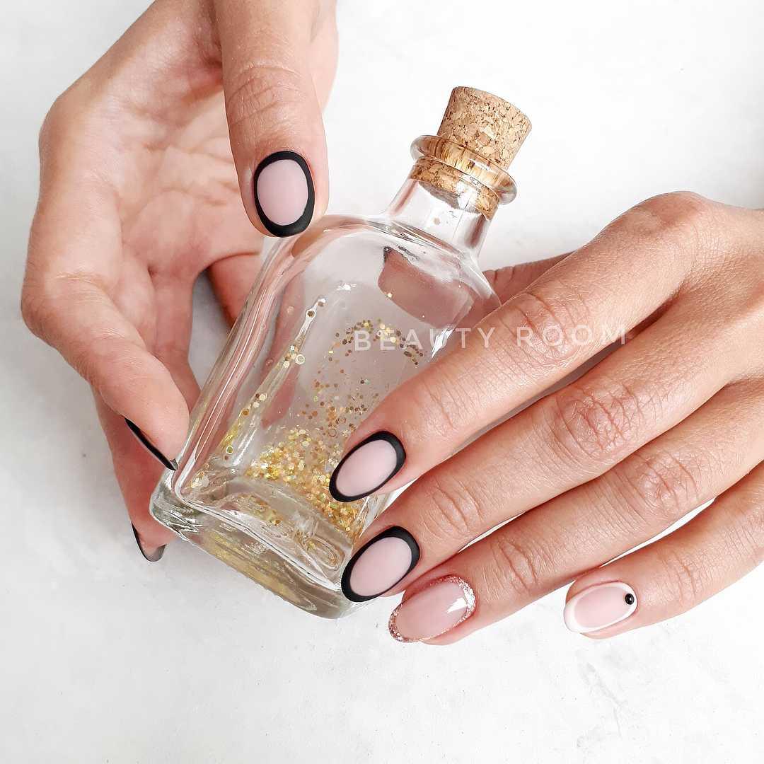 френч на овальный ногтях