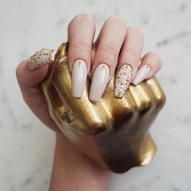 Маникюр с золотом