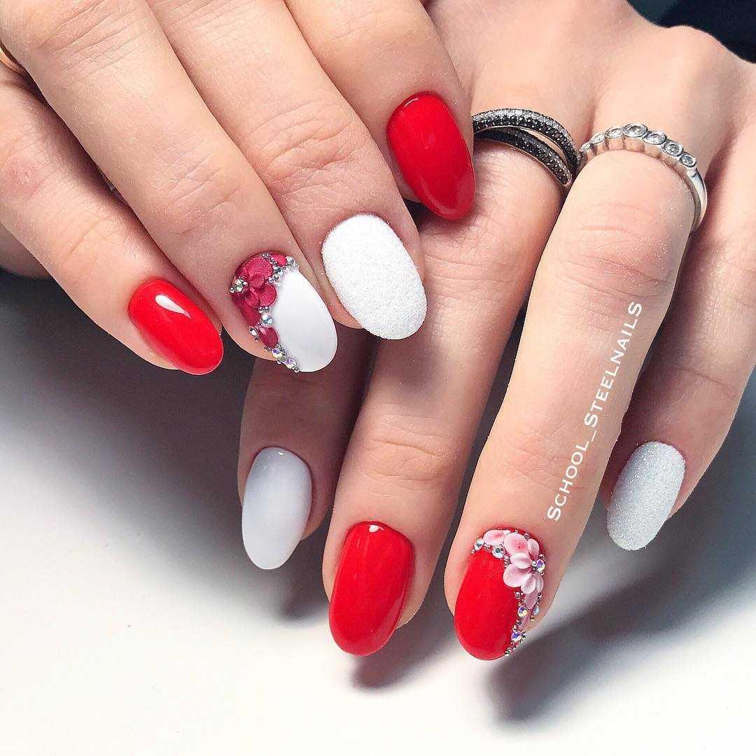 новогодний маникюр на круглые ногти