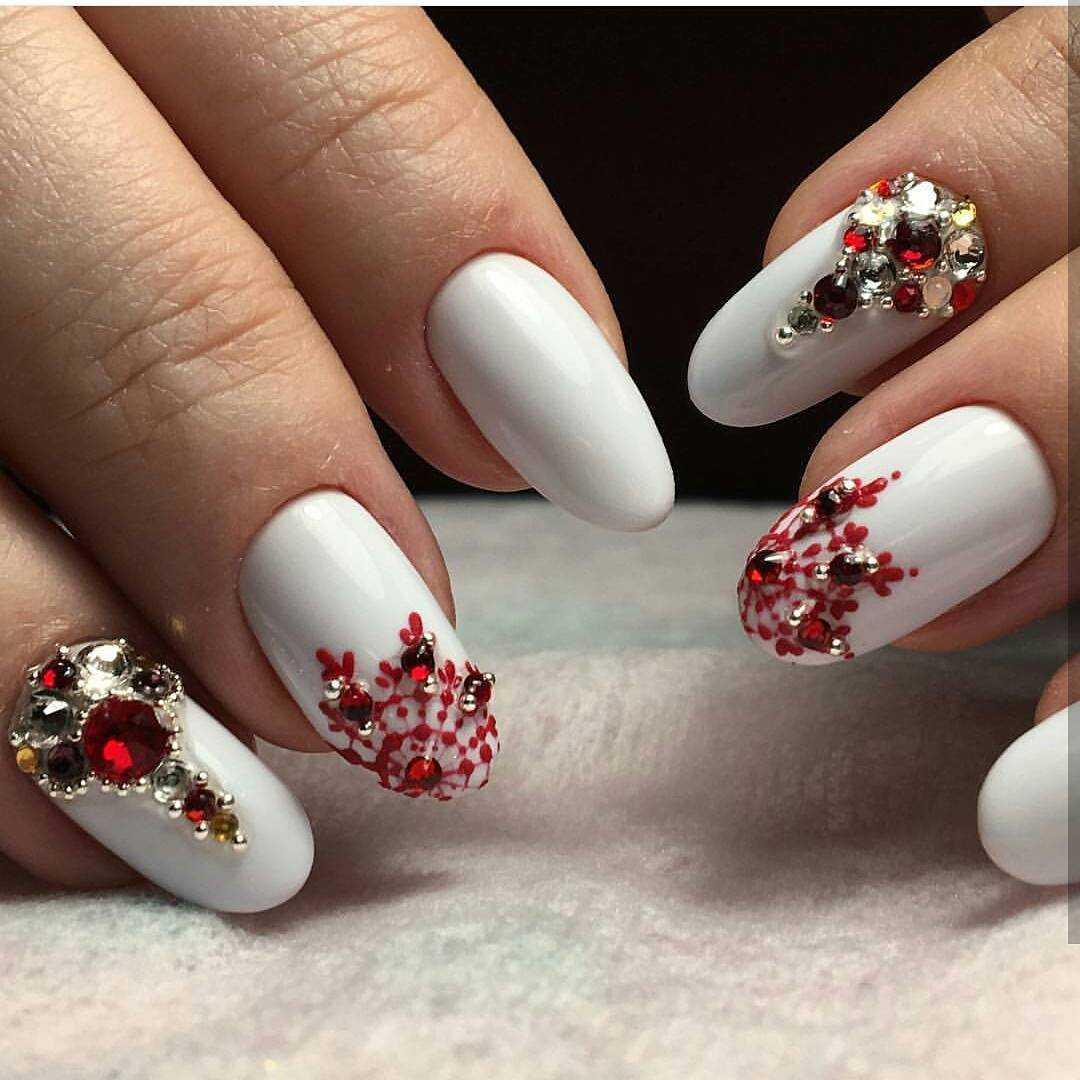 новогодний маникюр на острые ногти