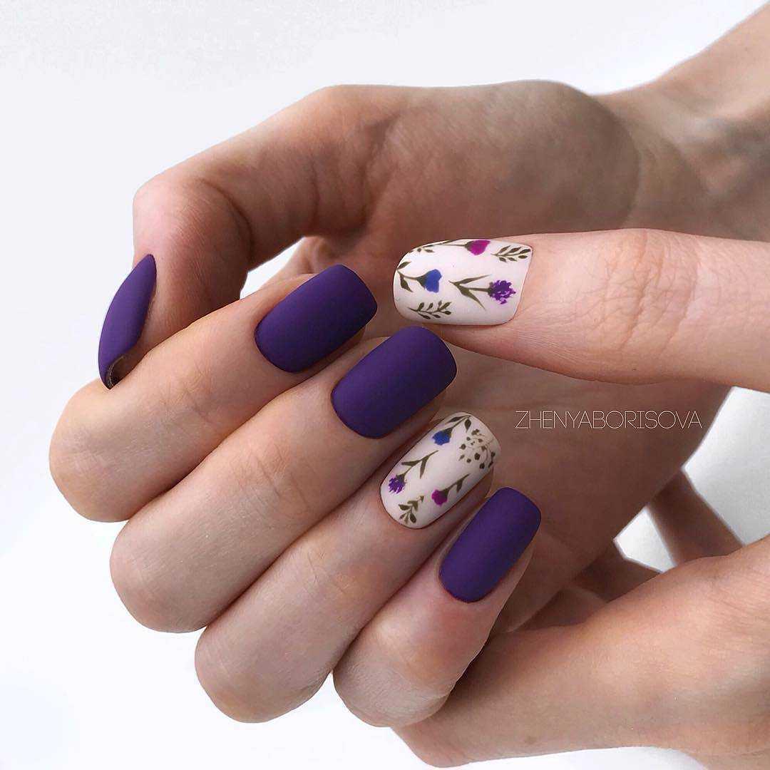 фиолетовые ногти с белым