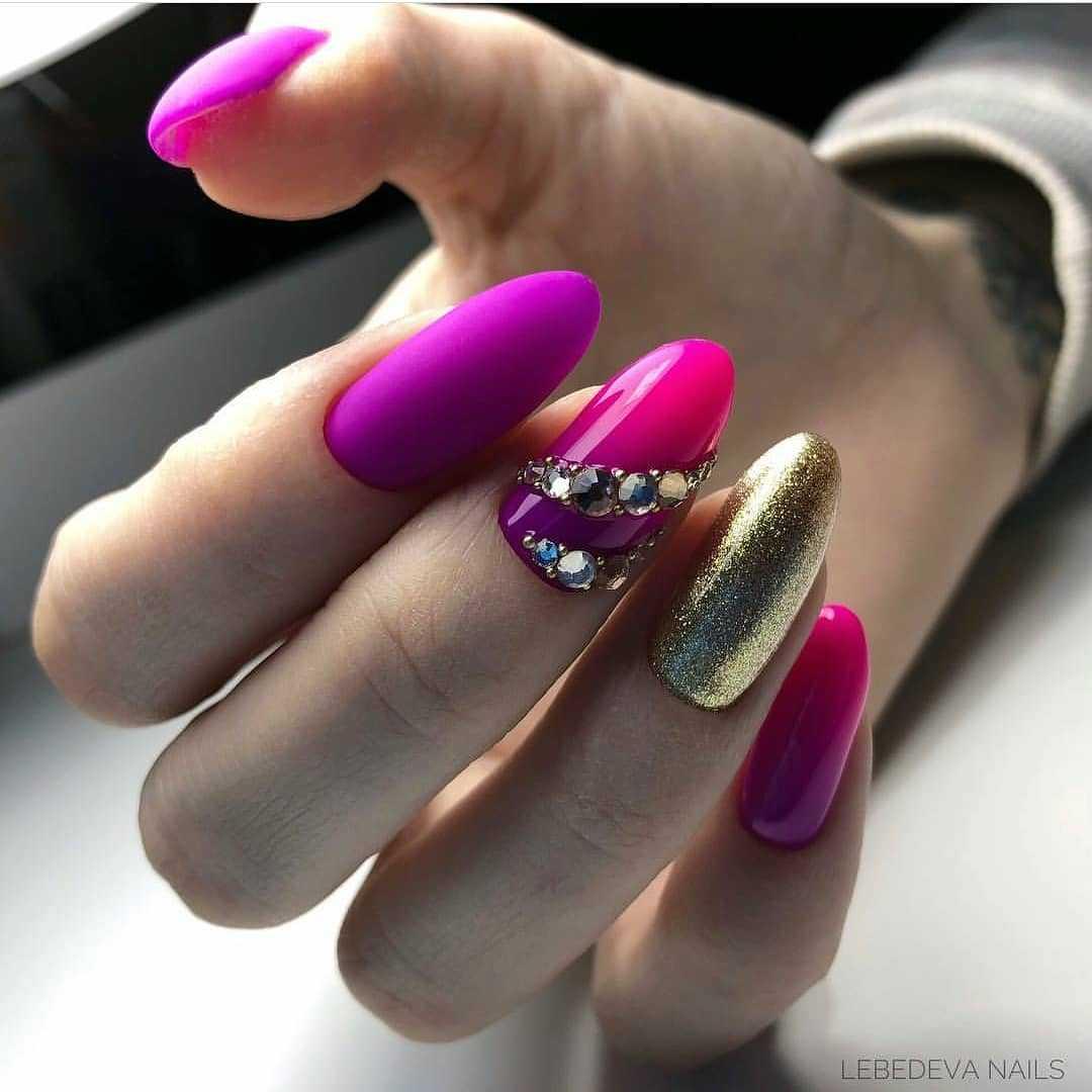 рисунки на ногтях фон черный фото