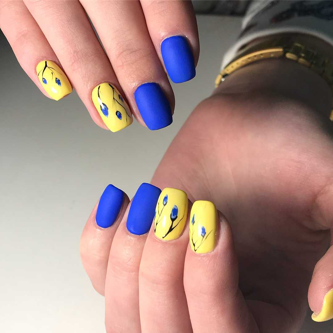 Сине-желтый маникюр - фото - Идеальный маникюр 35