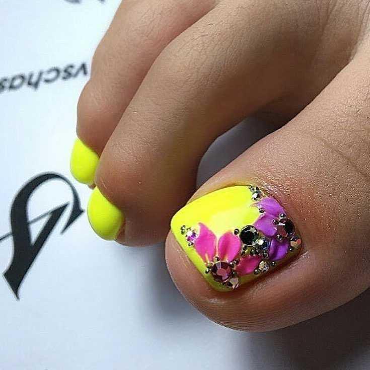 маникюр желтый с фиолетовым