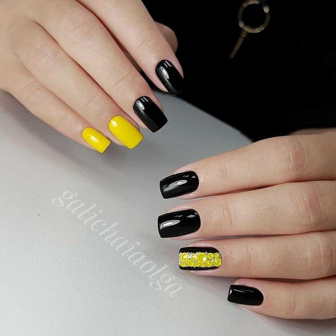Маникюр черный с желтым шеллак