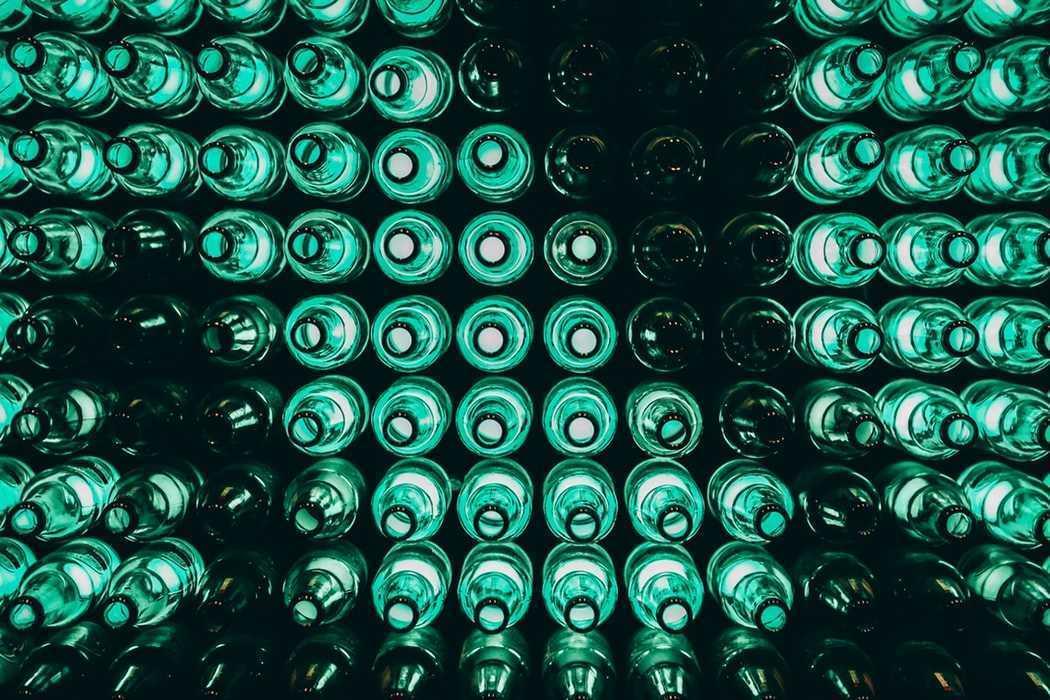 Бутылки из зеленого стекла