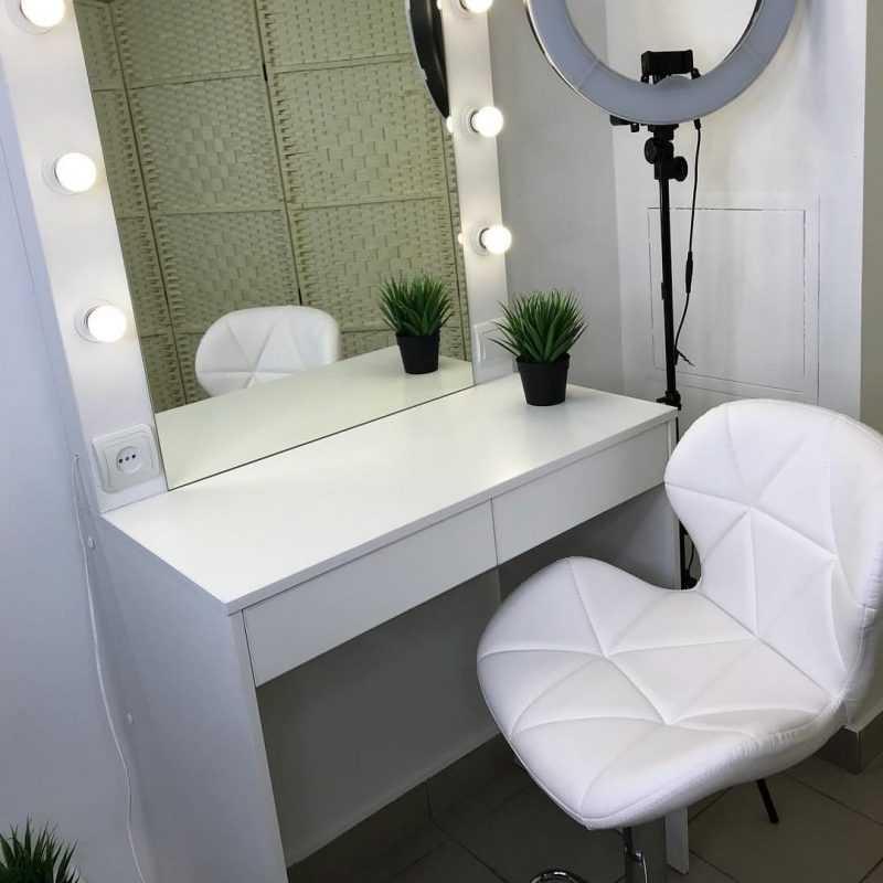 мебель для салона, место визажиста