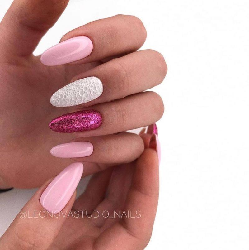розовый пенный маникюр с розовой втиркой и белым цветом