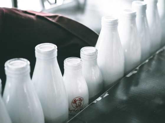 Бутылочки с молоком