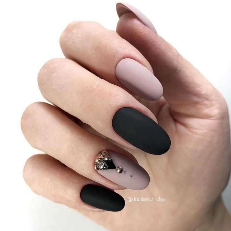 black-nails-81