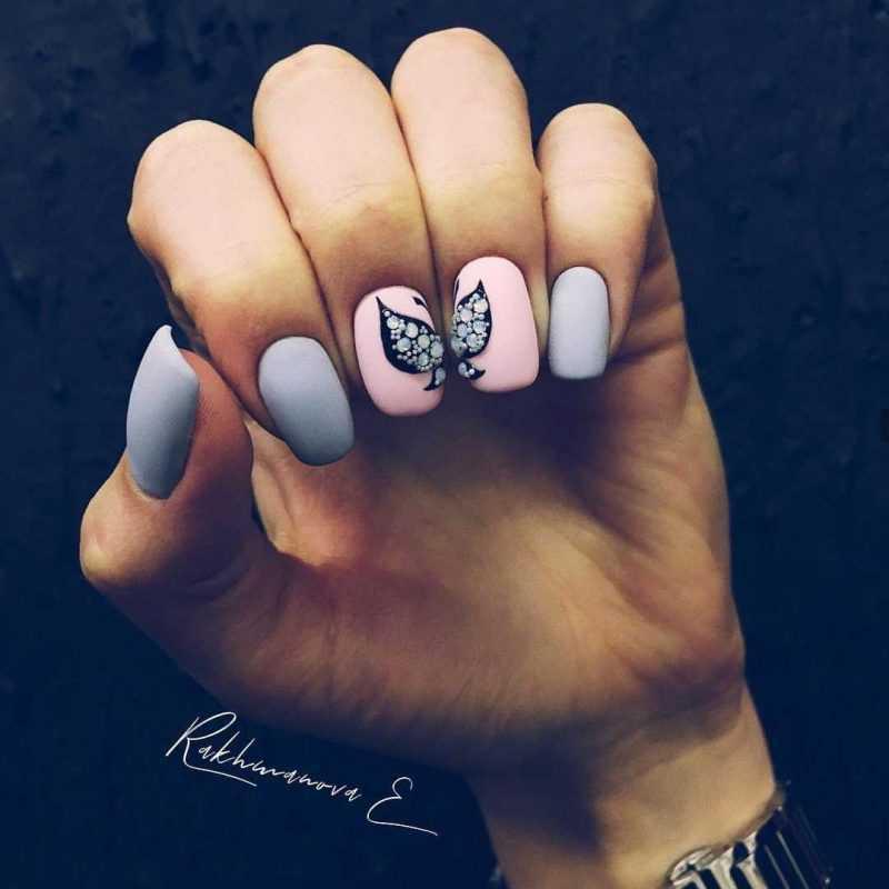 grey-nail-102