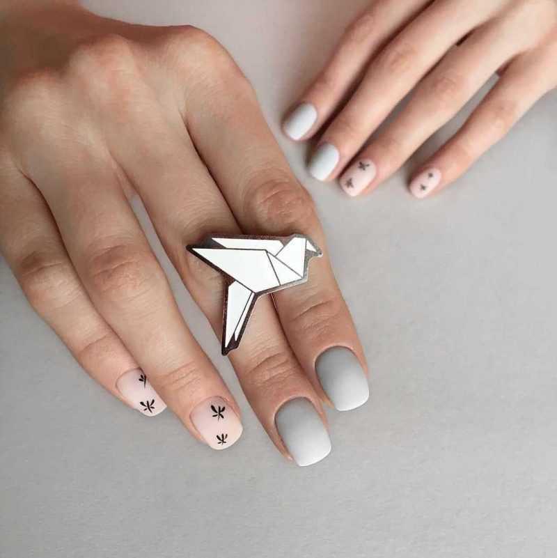 grey-nail-113