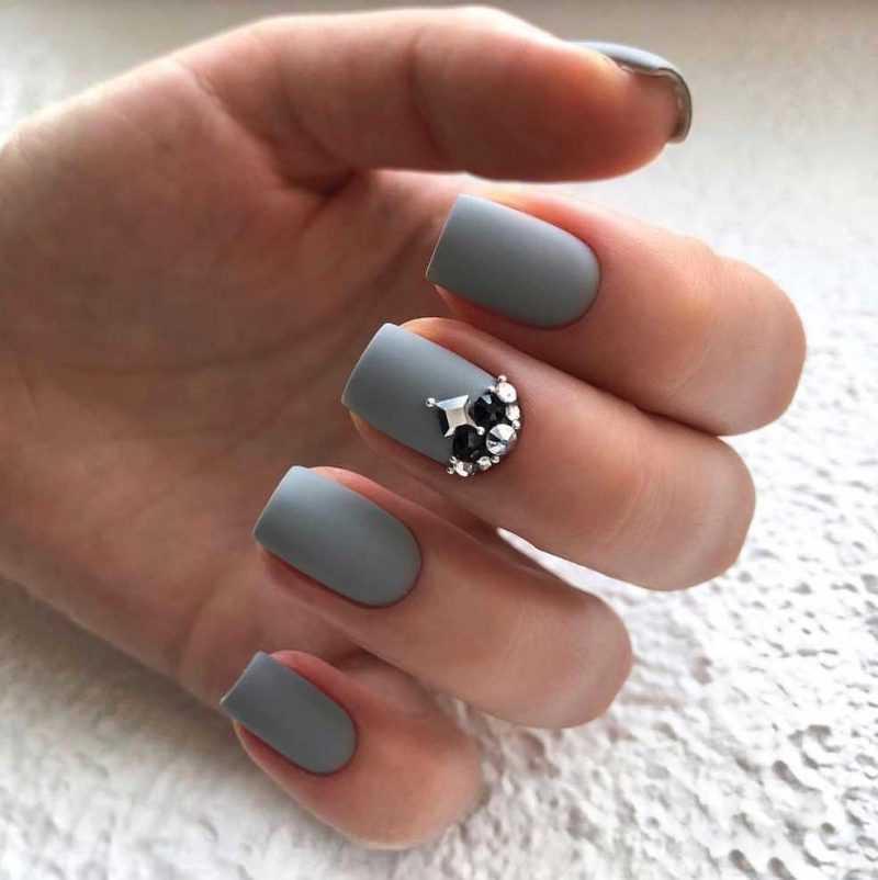 grey-nail-11