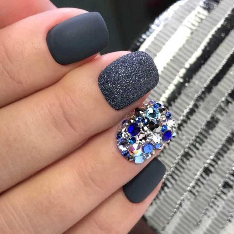 grey-nail-132