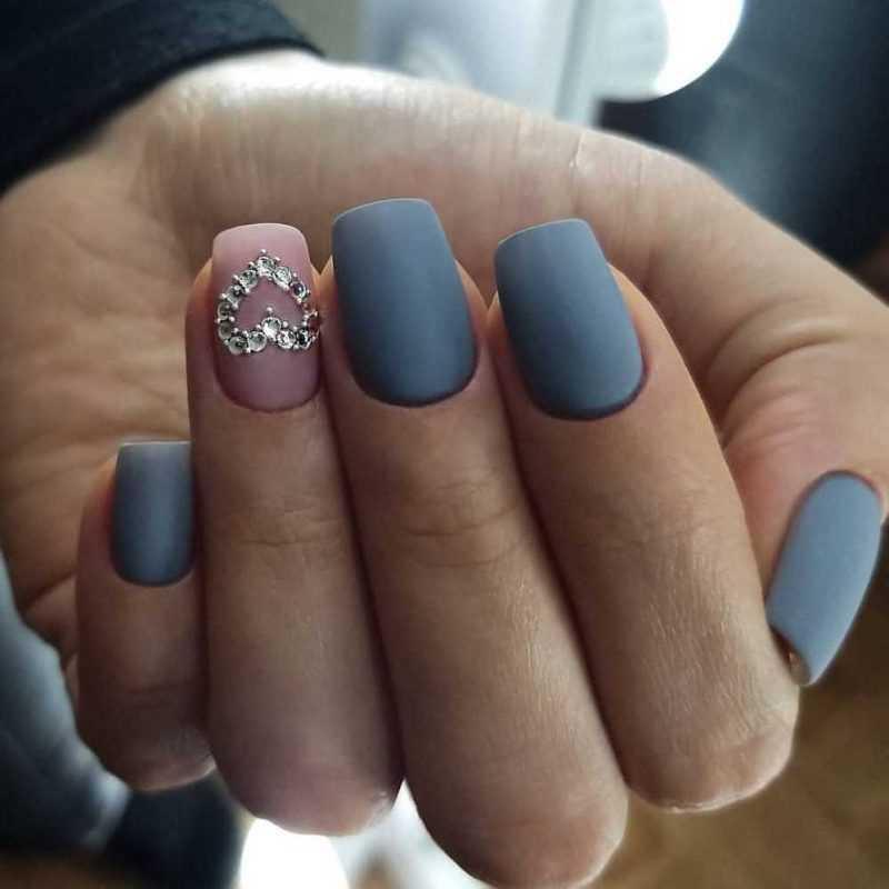 grey-nail-133