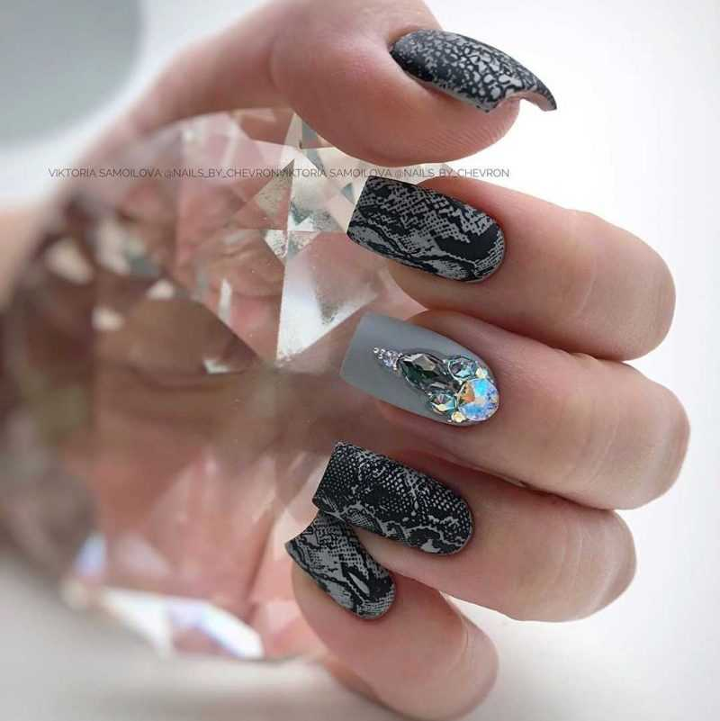 grey-nail-54