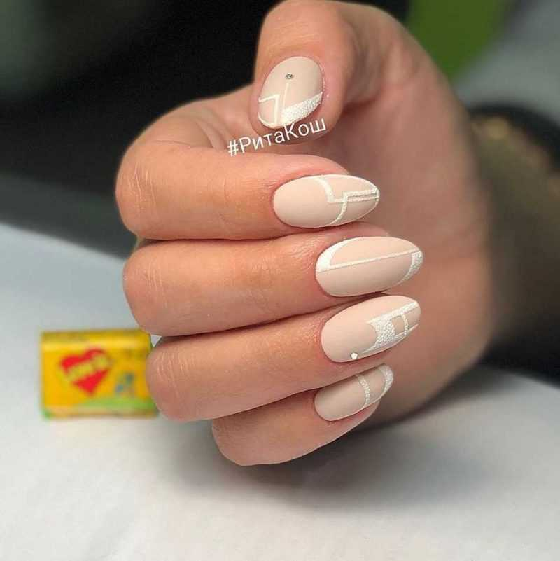 beige-nail-115
