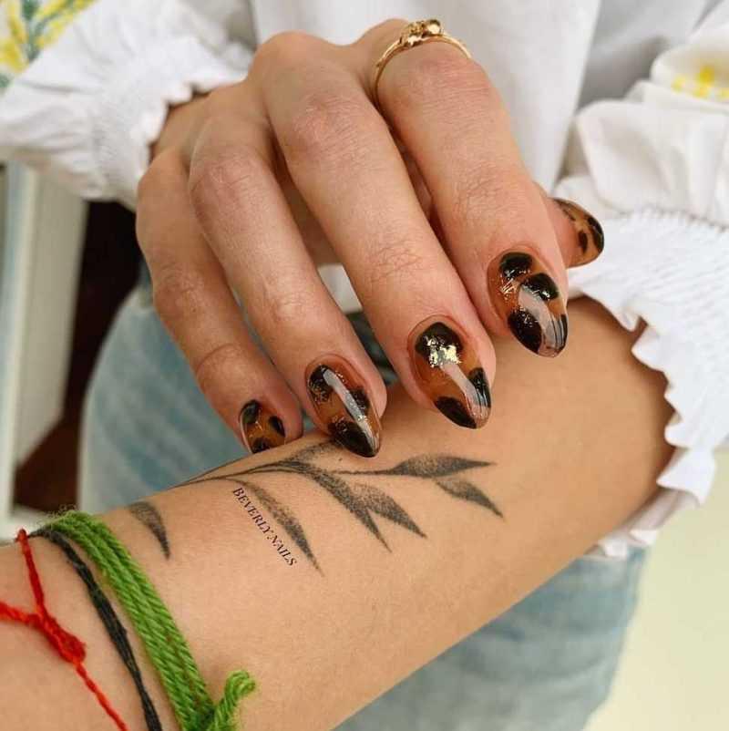 прозрачный леопардовый рисунок на ногтях