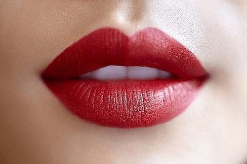 Красная губная помада